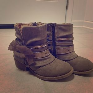 Other - Cute ankle fall boots for girls!
